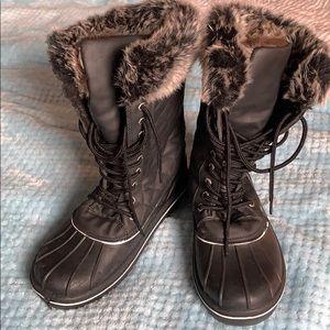 Shoes - Size 8 rain boots with faux fur